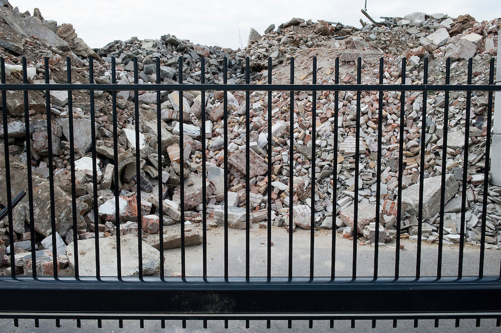 Nederland, Zwolle, 3 juli 2010.Bouwpuin bij bouwpuin recyclingbedrijf...Foto (c)  Michiel Wijnbergh