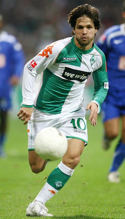 Fussball 1. Bundesliga Saison 2006/2007    15. Spieltag           Werder Bremen - Hertha BSC Berlin DIEGO (Bremen), Einzelaktion am Ball.