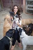 20130501- Roselyn Sanchez en Santuario Amigo de los Animales