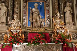 Lecce - Processione precedente la Santa Messa in onore del Santo. Statue di Sant'Oronzo, San Giusto e San Fortunato nel Duomo di Lecce: dopo la processione vengono esposte nel Duomo per l'adorazione.
