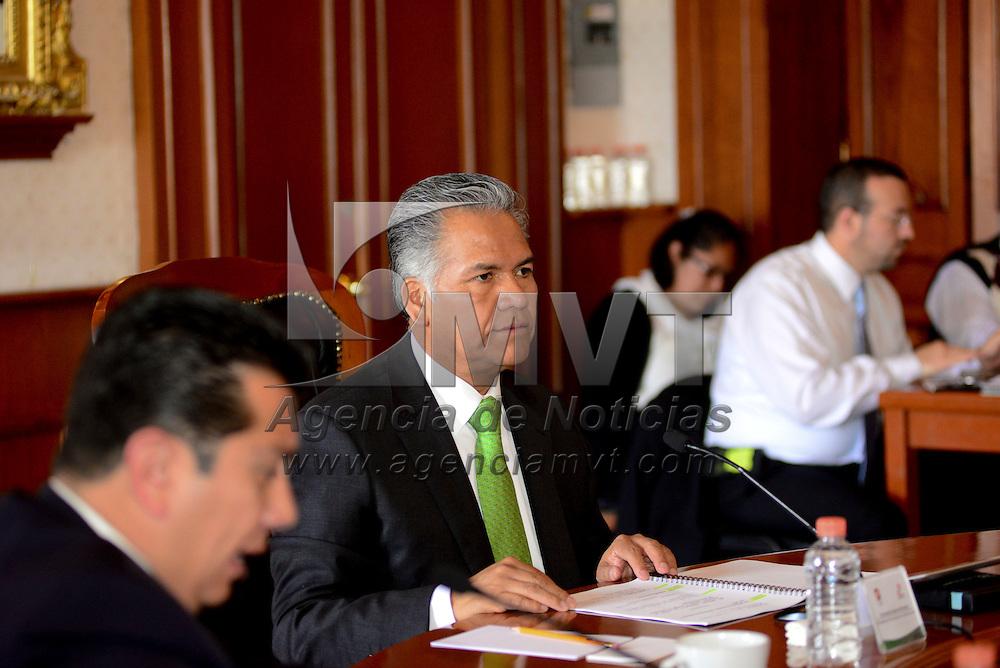 Toluca, México (Abril 28, 2016).- Fernando Zamora Morales, presidente municipal de Toluca encabezo la sesión de cabildo.  Agencia MVT / Crisanta Espinosa.