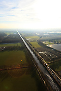 Nederland,Noord-Brabant, Helmond, 10-01-2011.Een kaarsrechte Zuid-Willemsvaart ten zuiden van Helmond. A very straight Zuid-Willemsvaart south of the village of  Helmond..luchtfoto (toeslag), aerial photo (additional fee required).foto/photo Siebe Swart