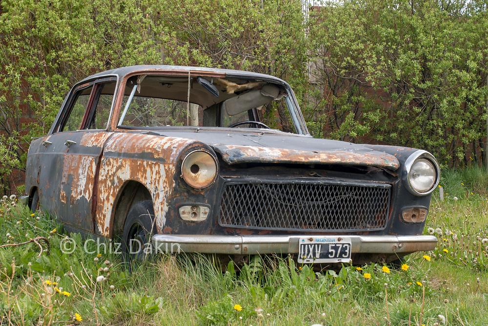 Abandoned ancient car - El Chalten