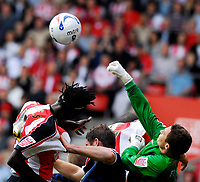 Photo: Alan Crowhurst.<br />Southampton v Southend United. Coca Cola Championship. 06/05/2007. Southend keeper Darryl Flahavan punches the ball clear.