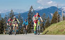 05.05.2016, Kitzbuehler Horn, Kitzbuehel, AUT, OeSV, Skisprung, Lehrgang Mountainbike Tour, im Bild Cheftrainer Heinz Kuttin (AUT), Markus Schiffner (AUT), Philipp Aschenwald (AUT), Michael Hayböck (AUT) // Headcoach Heinz Kuttin, Markus Schiffner, Philipp Aschenwald, Michael Hayboeck of Austria during a mountain bike ride of the Austrian ski jumping Team at the Kistbuehler Horn, Kitzbuehel, Austria on 2016/05/05. EXPA Pictures © 2016, PhotoCredit: EXPA/ JFK