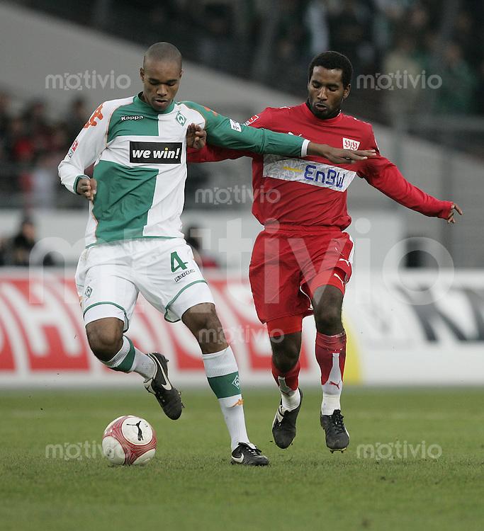 Fussball  1. Bundeslig in Stuttgart VfB Stuttgart - SV Werder Bremen  10.02.07  Naldo gegen Cacau