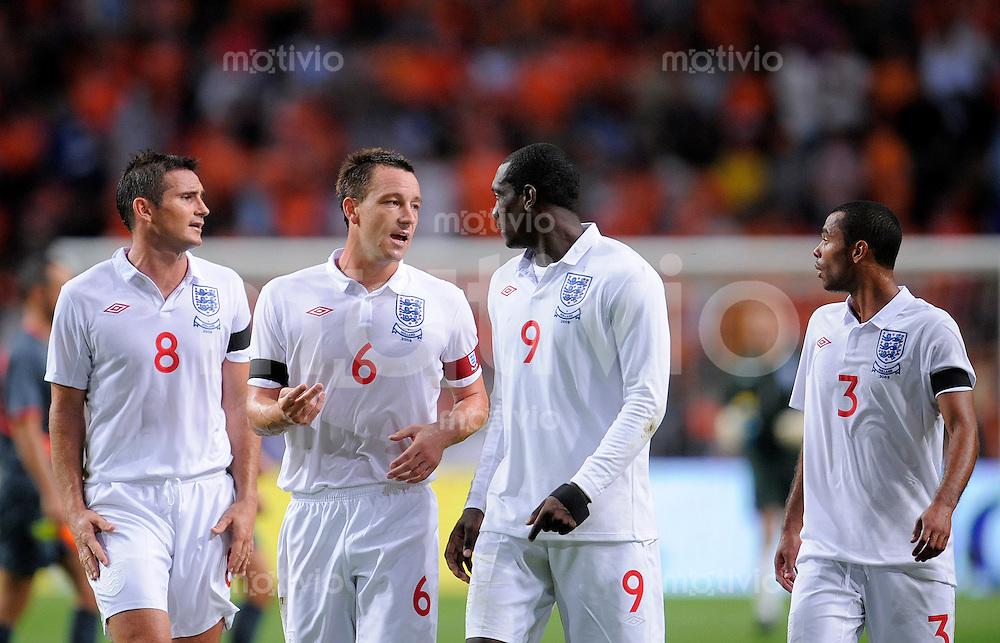 Fussball   International    Freundschaftsspiel    12.08.2009  Niederlande - England frank LAMPERD, John TERRY, Emile HESKEY und Ashley COLE (li nach re, alle ENG) enttaeuscht.