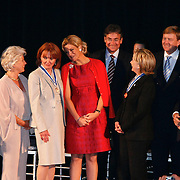 USA/New York/20090911 - Vriendschappelijk bezoek Willem - Alexander en Maxima ivm 400 jarig bestaan van New York, uitreiking Four Freedom Awards 2009, groepsfoto met alle winnaars van de Four freedom Awards