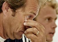 NLD-20050831-Leipzig-EK HOCKEY : Oranje trainde woensdag voor de laatste poule-wedstrijd, donderdag tegen Spanje. Na afloop stonden bondscoach Roelant Oltmans en vice-aanvoerder Teun de Nooijer de pers te woord. Hierbij liepen de gemoederen hoog op.