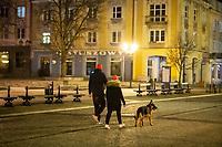 Bialystok, 23.03.2020. Pustki na ulicach Bialegostku podczas epidemii koronawirusa N/z ulica Lipowa - jedna z najruchliwszych w miescie - bez ludzi wieczorem fot Michal Kosc / AGENCJA WSCHOD