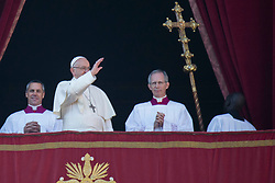 "Pope Francis delivers his traditional Christmas Message and ""Urbi et Orbi"" Blessing from the balcony of St Peter's basilica at Saint Peter's Square in Vatican City on December 25, 2017. 25 Dec 2017 Pictured: Pope Francis waves from the balcony of St Peter's basilica during the traditional ""Urbi et Orbi"" Christmas Blessing at Saint Peter's Square in Vatican City on December 25, 2017. Photo credit: Stefano Costantino / MEGA TheMegaAgency.com +1 888 505 6342"
