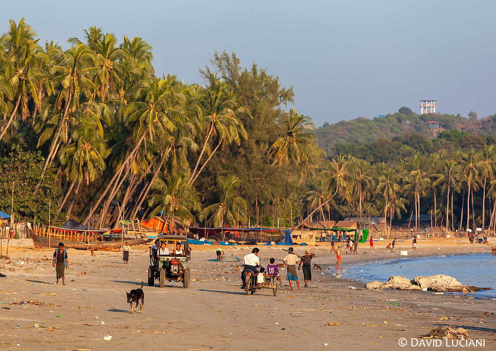 The beach of Lonthar fisherman village, just before sunset.
