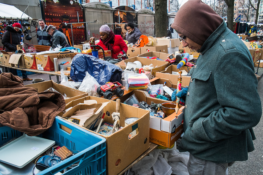 Nederland,  Amsterdam, 29 jan 2014<br /> Vlooienmarkt op het Waterlooplein<br /> <br /> Foto: Michiel Wijnbergh