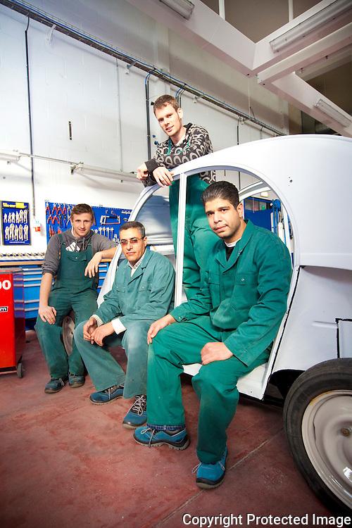 367537-VDAB-centrum herentals opent nieuwe carroserieafdeling-Luyckx Stefan, Haydani Adel, Van Laere Manuel en Mehdi Parishani-Brigandstraat 1 Herentals