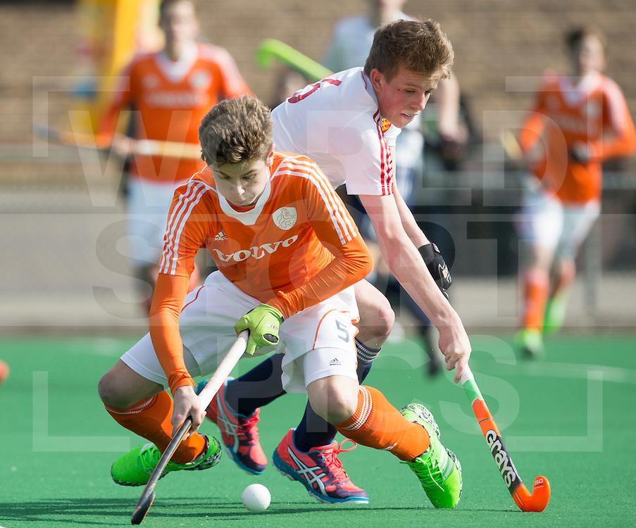 ROTTERDAM - Nick Doeser (l) met JJ Lankfer  (Eng) , Practice Match Nederlands Jongens B tegen Engeland Jongens B. U16. COPYRIGHT KOEN SUYK