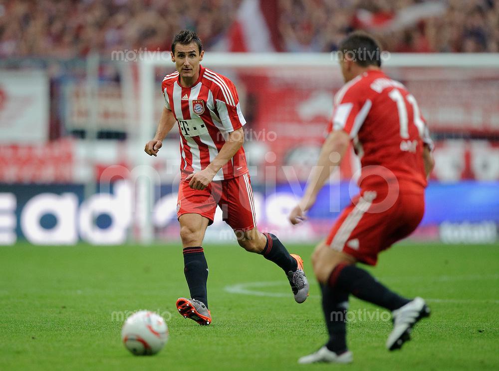 Fussball Bundesliga Saison 2010/2011 FC Bayern Muenchen - SV Werder Bremen Miroslav KLOSE (l) im Zusammenspiel mit Ivica OLIC (FCB).