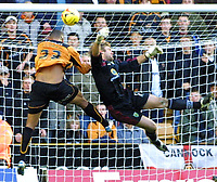 Photo: Dave Linney.<br />Wolverhampton Wanderers v Norwich City. Coca Cola Championship. 05/11/2005. Norwich kepper Robert Green fails to collect the ball from the head of Leon Clarke.