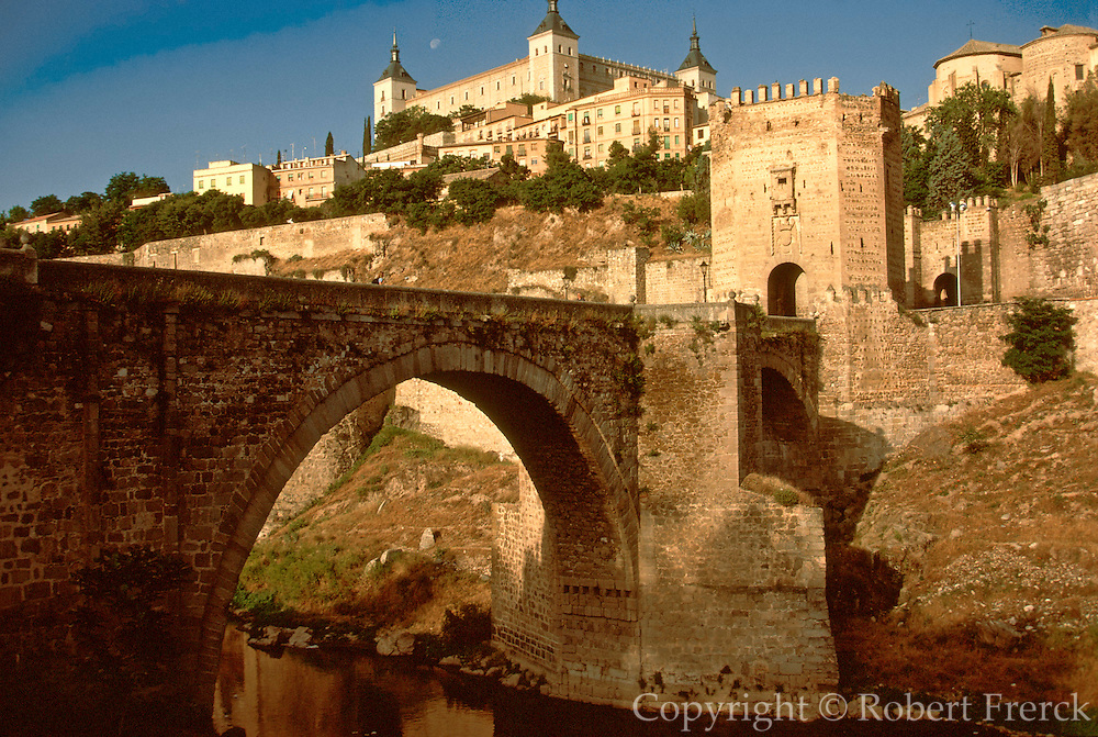 SPAIN, CASTILE-LA MANCHA, TOLEDO Alcantara Bridge over the Rio Tajo (Tagus) gorge with the Alcazar Fortress and Palace above the city walls