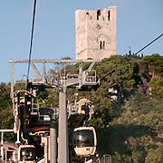 Erice a 750 metri sul monte omonimo, offre una vista spettacolare sulla città di Trapani e le Isole Egadi a nord ovest della costa siciliana..Il Panorama di Trapani visibile dalla funivia.   ..Erice is located on top of Mount Erice, at around 750m above sea level, overlooking the city of Trapani and the Aegadian Islands on Sicily's north-western coast, providing spectacular views..The Trapani landscape visible from the cableway to Erice