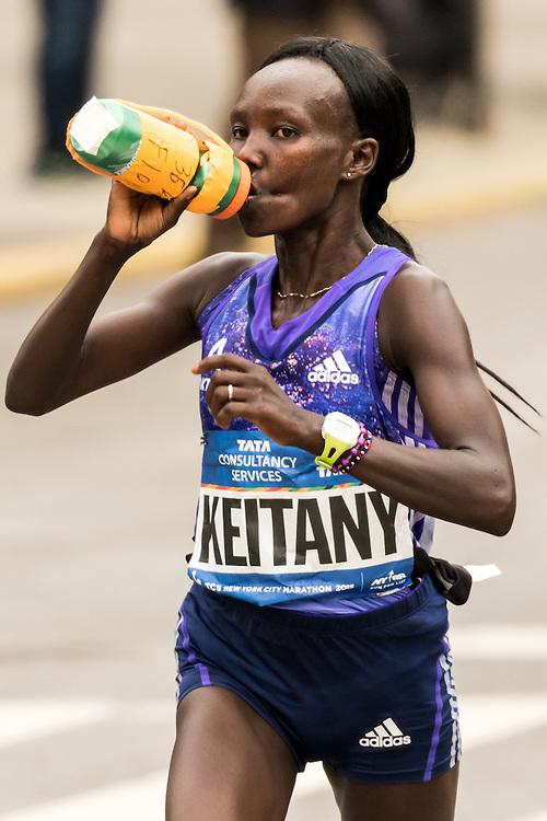Mary Keitany takes fluids near mile 22