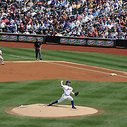 R.A. Dickey pitching during his 20th win of the season during the New York Mets v Pittsburgh Pirates regular season baseball game at Citi Field, Queens, New York. USA. 27th September 2012. Photo Tim Clayton
