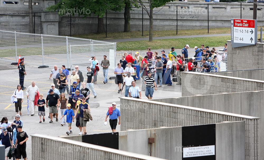 Fussball International U 20 WM  Argentinien - Nordkorea Feature, Blick aus dem Frank Clair-Stadion einen Eingang.   .