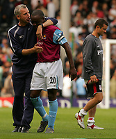 Photo: Frances Leader.<br />Fulham v West Ham. The Barlcays Premiership.<br />17/09/2005.<br />West Ham's mangager Alan Pardew congratulates captain Nigel Reo-Cocker after the game