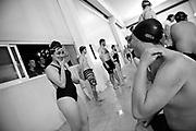 20161201/ Nicolas Celaya - adhocFOTOS/ URUGUAY/ MONTEVIDEO/ PASO MOLINO/ Sordos integrantes de So. Mo. Deporte (Sordos en Movimiento) participan de una clase de natación en la Plaza de Deportes Nro7. <br /> En la foto: Sordos integrantes de So. Mo. Deporte (Sordos en Movimiento) participan de una clase de natación en la Plaza de Deportes Nro7. Foto: Nicolás Celaya /adhocFOTOS