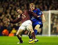 Photo: Daniel Hambury.<br />Arsenal v Manchester United. The Barclays Premiership.<br />03/01/2006.<br />Arsenal's Alexander Hleb and United's Darren Fletcher battle.