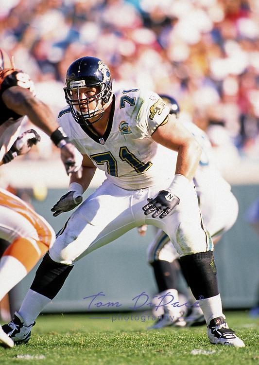 Jacksonville Jaguars Tony Boselli  (71) plays in a game against the Cincinnati Bengals at Jacksonville Municipal Stadium in Jacksonville, FL. November 26, 1995.<br /> (Tom DiPace)