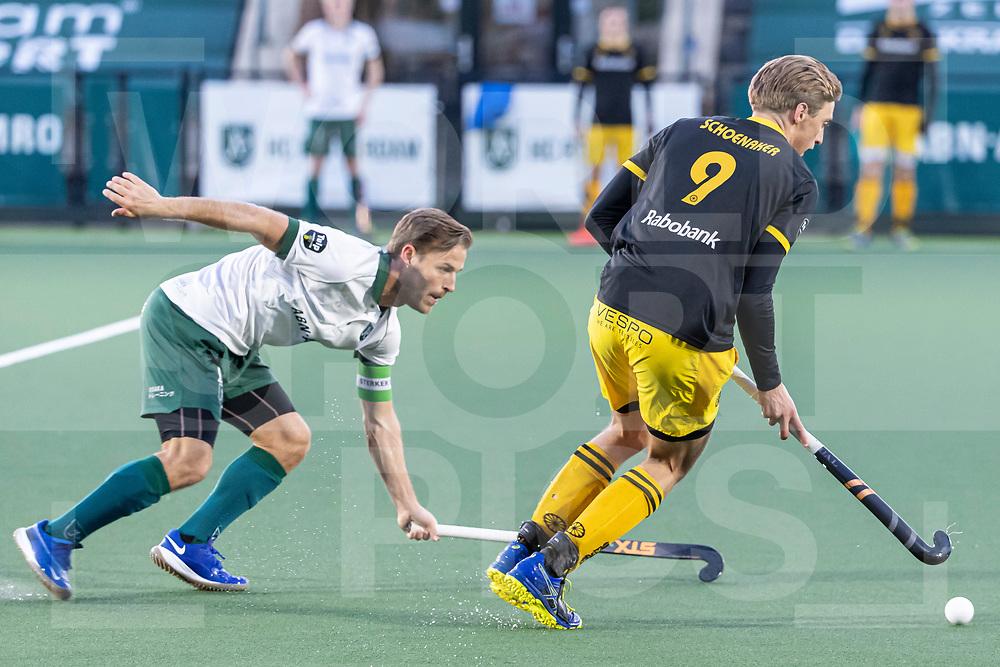 Rotterdam, Tulp Hoofdklasse Hockey Heren, Seizoen 2020-2021, 16-04-2021, Rotterdam - Den Bosch 0-3, Jeroen Hertzberger (a) (Rotterdam) en Noud Schoenaker (Den Bosch) COPYRIGHT WORLDSPORTPICS WILLEM VERNES