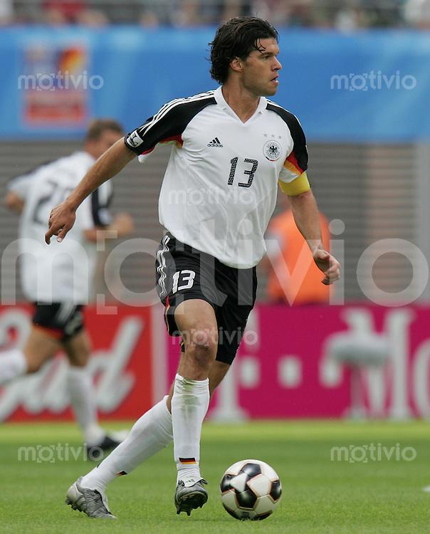 Fussball International FIFA Confederations Cup 2005 Spiel um Platz 3 Deutschland - Mexiko Michael Ballack (GER) am Ball