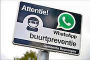 Nederland, Weurt, 19-10-2016 Een buurt in de gemeente Beuningen heeft met elkaar afgesproken een oogje in het zeil te houden qua dreiging en veiligheid via de service van Whatsapp, een app voor de smartphone . Foto: Flip Franssen