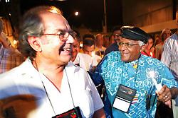 O Prêmio Nobel da Paz 1980, argentino Adolfo Perez Esquivel (E) e o ex-arcebispo da Igreja anglicana da Africa do Sul e Premio Nobel da Paz, Desmond Tutu sambam durante marcha pela paz nas ruas de Porto Alegre commo atividade na 9ª Assembleia do Conselho Mundial de Igrejas (CMI) que acontece de 14 a 23 de fevereiro.  FOTO: Jefferson Bernardes/Preview.com