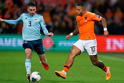 10-10-2019 NED: Netherlands - Northern Ireland, Rotterdam<br /> UEFA Qualifying round Group C match between Netherlands and Northern Ireland at De Kuip in Rotterdam / Memphis Depay #10 of the Netherlands, Michael Smith #3 of Northern Ireland