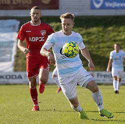 Jeppe Kjær (FC Helsingør) rykker foran Mikkel Knudsen (FC Fredericia) under kampen i 1. Division mellem FC Fredericia og FC Helsingør den 4. oktober 2020 på Monjasa Park i Fredericia (Foto: Claus Birch).