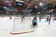 19.03.2011, Rapperswil-Jona, Eishockey NLA Playout, Rapperswil-Jona Lakers - HC Ambri-Piotta, Roman Botta (AMB) gegen Daniel Manzato (LAK)  (Thomas Oswald/hockeypics)