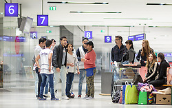 13.09.2015, Hauptbahnhof Salzburg, AUT, Fluechtlinge am Hauptbahnhof Salzburg auf ihrer Reise nach Deutschland, im Bild Migranten im Gespräch mit freiwilligen Helfern // Migrants talking to volunteers. According to reports thousands of refugees fleeing violence and persecution in their own countries continue to make their way toward the EU, just days before Euopean leaders are set to meet in Brussels to discuss a solution to the arrival of so many people, Main Train Station, Salzburg, Austria on 2015/09/13. EXPA Pictures © 2015, PhotoCredit: EXPA/ JFK