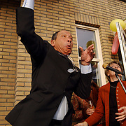 Opening dierenartsenpraktijk Liem & Pesman Huizen door burgemeester Verdier, oplaten duiven, duif