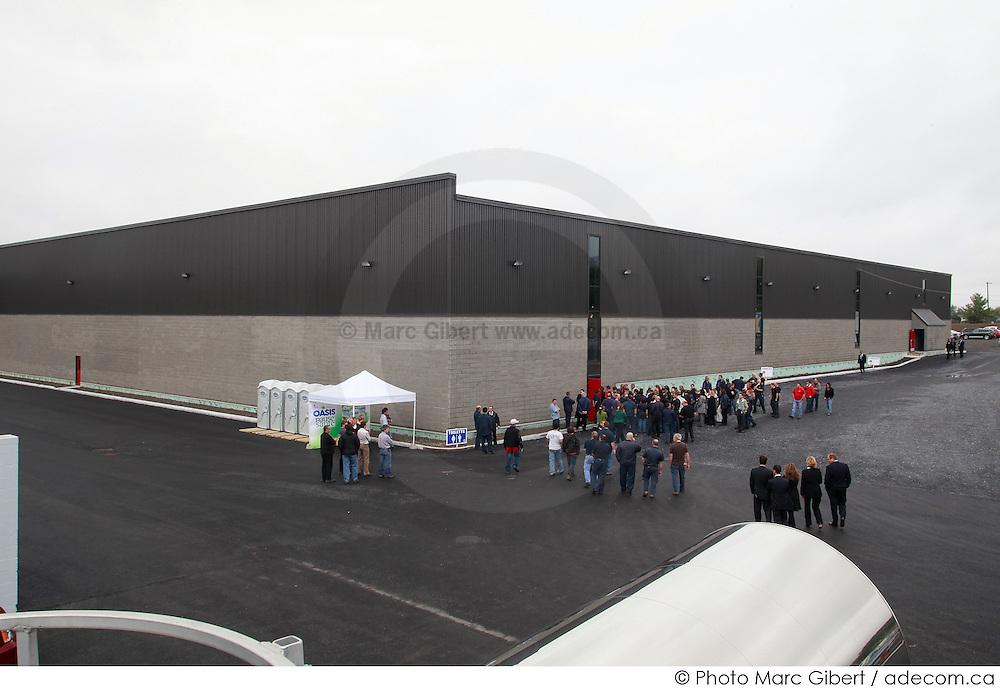 A.Lassonde inc. procède à l'inauguration officielle de son nouvel entrepôt à Rougemont, en présence de Jean Charest, premier ministre du Québec -  Entrepôt A.Lassonde / Rougemont / Canada / 2009-09-28, © Photo Marc Gibert / adecom.ca