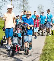 ZAANDAM - Open Golfdagen Zaanse Golf Club.  jeugd van de Zaanse met kinderen die voor het eerst kennismaken met golf.COPYRIGHT KOEN SUYK
