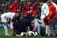 Fotball<br /> Champions League 2004/05<br /> Real Madrid v Bayer Leverkusen<br /> 23. november 2004<br /> Foto: Digitalsport<br /> NORWAY ONLY<br /> Concern for a stricken David Beckham