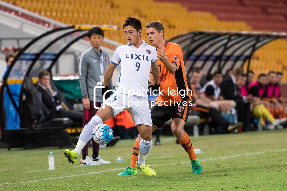 BRISBANE, AUSTRALIA - APRIL 12: Suzuki Yuma of Kashima controls the ball under pressure from Thomas Kristensen of the Roar during the Asian Champions League Group Stage match between the Brisbane Roar and Kashima Antlers at Suncorp Stadium on April 12, 2017 in Brisbane, Australia. (Photo by Patrick Kearney/Brisbane Roar)