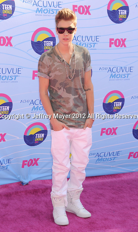 UNIVERSAL CITY, CA - JULY 22: Justin Bieber arrives at the 2012 Teen Choice Awards at Gibson Amphitheatre on July 22, 2012 in Universal City, California.