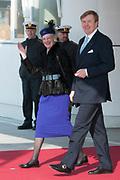 Staatsbezoek Denemarken - Dag 1. Aankomst van het Koninklijk gezelschap op vliegveld Kastrup<br /> <br /> State visit Denmark - Day 1. Arrival of the Royal Family at Kastrup airport<br /> <br /> op de foto / On the photo: Koningin Margrethe en Koning Willem Alexander / Queen Margrethe en King Willem Alexander