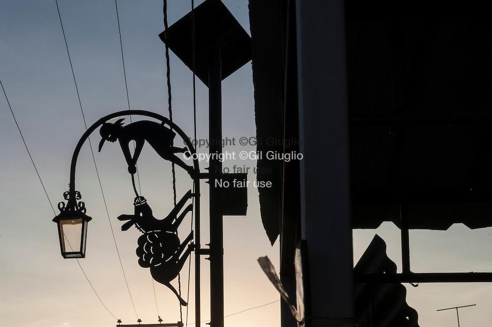 Haïti, Noailles, ville réputée pour ses artisans féronniers // Haiti, Noailles town famous town of iron workers