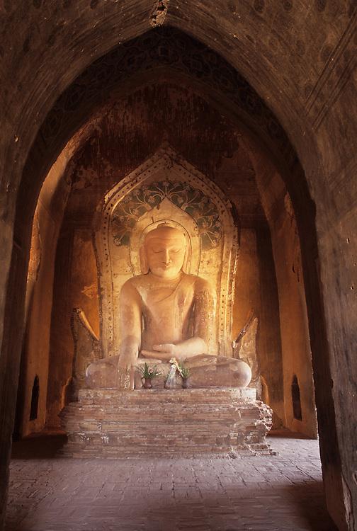 Bagan temple interior, Buddha statue