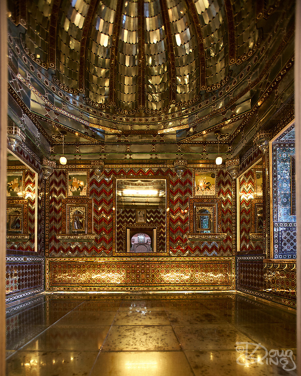 Gold decorated room interior at the City Palace in Udaipur, Rajasthan, India <br /> <br /> Editorial & Non-Commercial use only