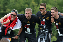 15.07.2014, Brandenburger Tor, Berlin, GER, FIFA WM, Empfang der Weltmeister in Deutschland, Finale, im Bild Lukas Podolski, Per Mertesacker, Messt Oezil und Ron-Robert Zieler (v.l.) feiern // during Celebration of Team Germany for Champion of the FIFA Worldcup Brazil 2014 at the Brandenburger Tor in Berlin, Germany on 2014/07/15. EXPA Pictures © 2014, PhotoCredit: EXPA/ Eibner-Pressefoto/ Hibbeler<br /> <br /> *****ATTENTION - OUT of GER*****