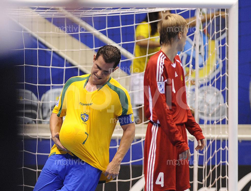 Fussball  International  FIFA  FUTSAL WM 2008   16.10.2008 Halbfinale Russland - Brasilien Russia - Brazil Vicinius (BRA) jubelt nach dem 3-1